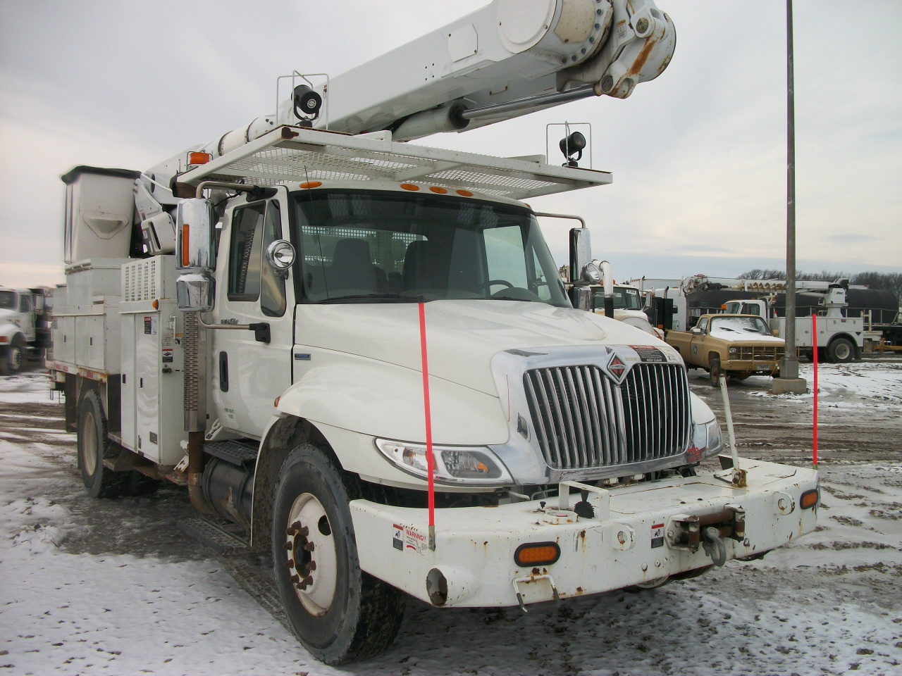 55' Altec AM650 Bucket Truck w/ Material Handler on a 2008 International  4300 Chassis  Maxforce 466DT Diesel, Automatic Transmission, 33,000 GVW,